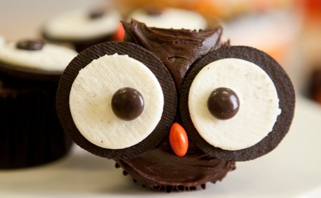 Adorable and easy halloween party food and treat ideas! Love these owl cupcakes! Fun for kids or classroom parties! By One Charming Party on Kara's Party Ideas KarasPartyIdeas.com #halloweenpartyideas #halloweenfoodideas #easyhalloweenfood #halloweenrecipes (1)