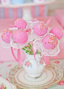 Shabby-Chic-Tea-Party-flower-blossom-cake-pops_600x835
