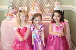 Tangled Birthday Party via Kara's Party Ideas - www.karaspartyideas.com 3_600x399