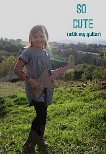 cristina-diy-guitarra-carton2_600x865