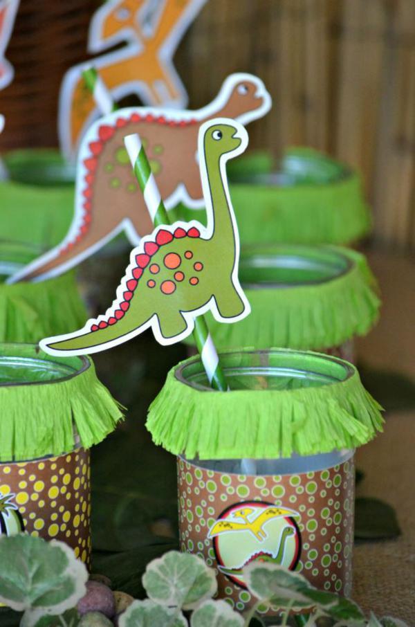 para los pequeos ms aventureros os proponemos esta fiesta temtica de dinosaurios estos animales fascinan a los nios y son ideales para