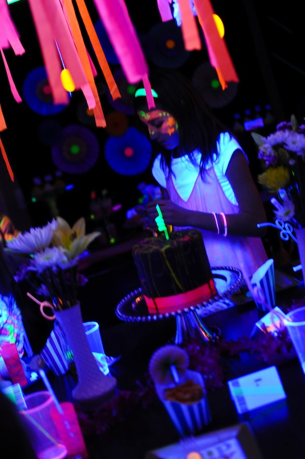 kara 39 s party ideas neon glow in the dark party 367 kara. Black Bedroom Furniture Sets. Home Design Ideas