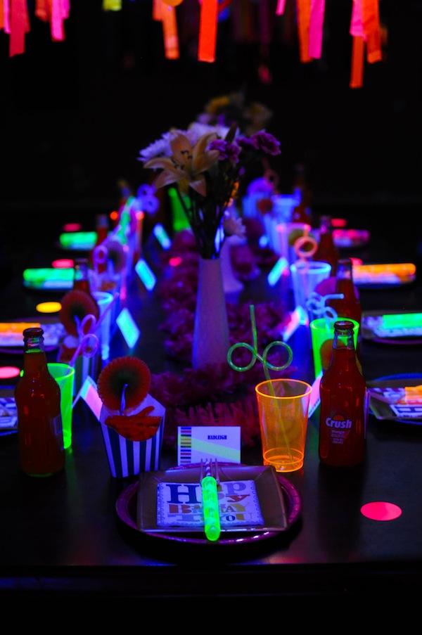 kara 39 s party ideas neon glow in the dark teen birthday. Black Bedroom Furniture Sets. Home Design Ideas