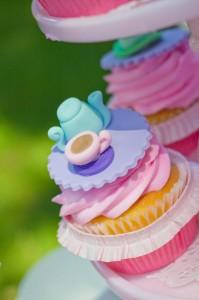 curiouser-cupcakes-8_600x901
