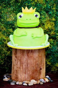 Frog Prince Baby Shower via Kara's Party Ideas karaspartyideas.com #frog #prince #baby #shower #idea #birthday #party #ideas #cake #decorations #supplies (29)