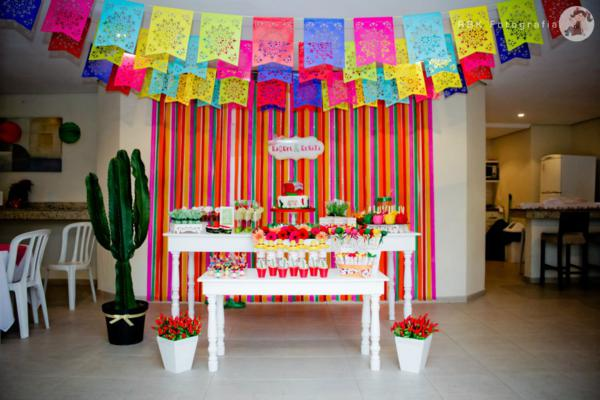 Kara 39 s party ideas mexican fiesta themed family adult - Mexican themed party decoration ideas ...