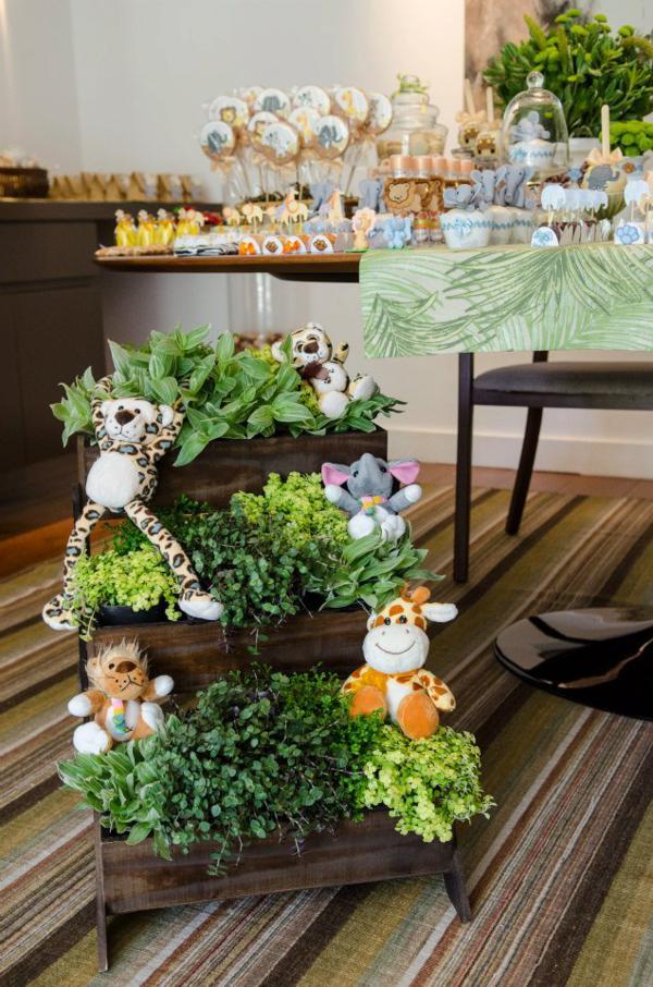 Kara 39 s party ideas safari jungle themed birthday party via for Decoration jungle