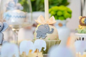 Safari Jungle themed birthday party via Kara's Party Ideas #jungle #safari #birthday #party #ideas #cake #idea #baby #shower #1st #decorations #supplies (30)