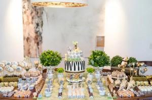 Safari Jungle themed birthday party via Kara's Party Ideas #jungle #safari #birthday #party #ideas #cake #idea #baby #shower #1st #decorations #supplies (29)