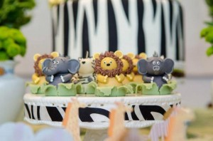 Safari Jungle themed birthday party via Kara's Party Ideas #jungle #safari #birthday #party #ideas #cake #idea #baby #shower #1st #decorations #supplies (10)