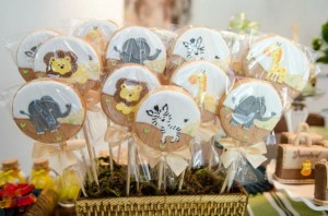 Safari Jungle themed birthday party via Kara's Party Ideas #jungle #safari #birthday #party #ideas #cake #idea #baby #shower #1st #decorations #supplies (4)