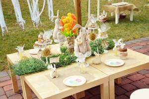 Vintage Spring Easter Egg Hunt Party via Kara's Party Ideas karaspartyideas.com #easter #spring #egg #hunt #children's #ideas #party #treats #recipes #decorations #supplies (6)