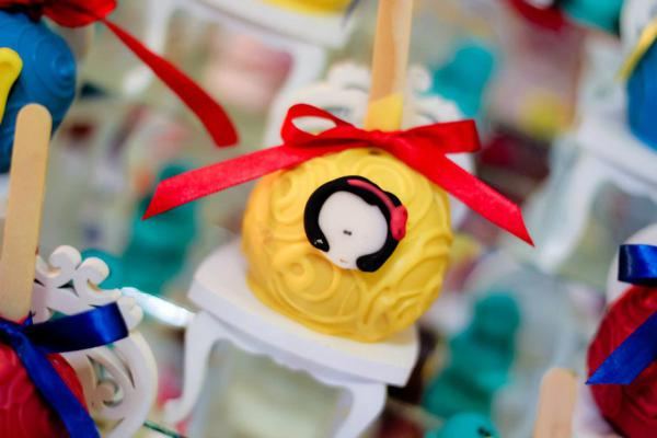 Snow White Birthday Party via Kara's Party Ideas | KarasPartyIdeas.com #snow #white #disney #princess #party #ideas (35)