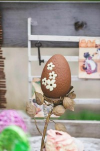 Vintage Easter Picnic Party via Kara's Party Ideas | KarasPartyIdeas.com #vintage #easter #picnic #boutique #upcycled (7)