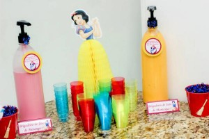 Snow White Birthday Party via Kara's Party Ideas | KarasPartyIdeas.com #snow #white #disney #princess #party #ideas (19)