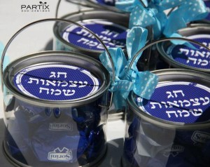 Israel Independence Day Party via Kara's Party Ideas | KarasPartyIdeas.com #israel #independence #day #party (7)