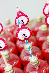 Snow White Birthday Party via Kara's Party Ideas | KarasPartyIdeas.com #snow #white #disney #princess #party #ideas (14)