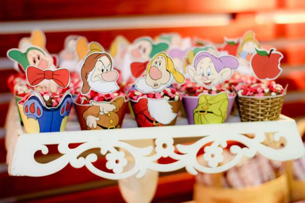 Snow White Birthday Party via Kara's Party Ideas | KarasPartyIdeas.com #snow #white #disney #princess #party #ideas (6)