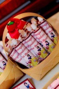 Snow White Birthday Party via Kara's Party Ideas | KarasPartyIdeas.com #snow #white #disney #princess #party #ideas (46)