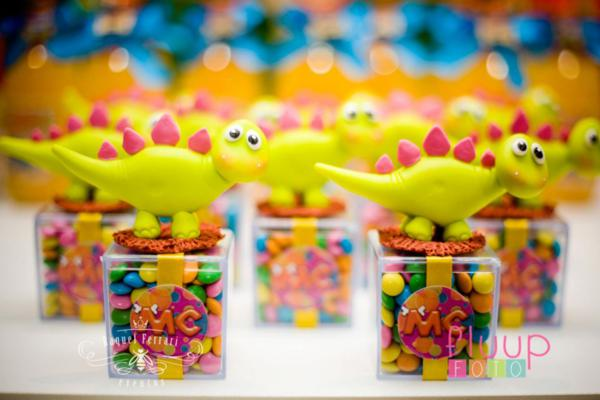 Kara 39 s party ideas pink dinosaur girl 5th birthday party for 5th birthday decoration ideas