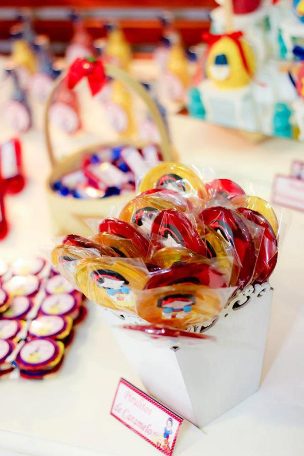 Snow White Birthday Party via idéias do partido de Kara | KarasPartyIdeas.com # neve # branco # Disney # princess # partido # idéias (43)