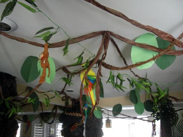 Kara 39 s party ideas jungle safari themed 4th birthday party for Animal party decoration ideas