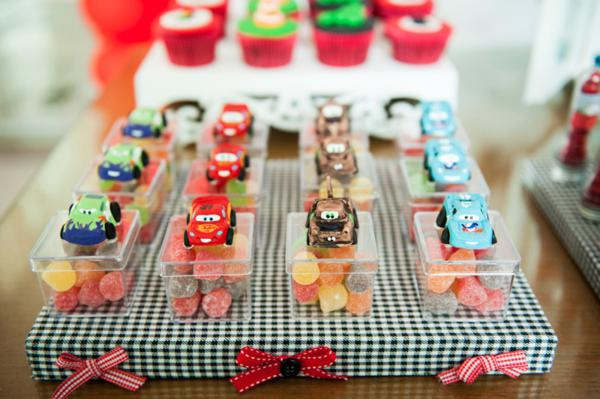 Kara 39 s party ideas disney cars boy racecar birthday party for Balloon decoration cars theme