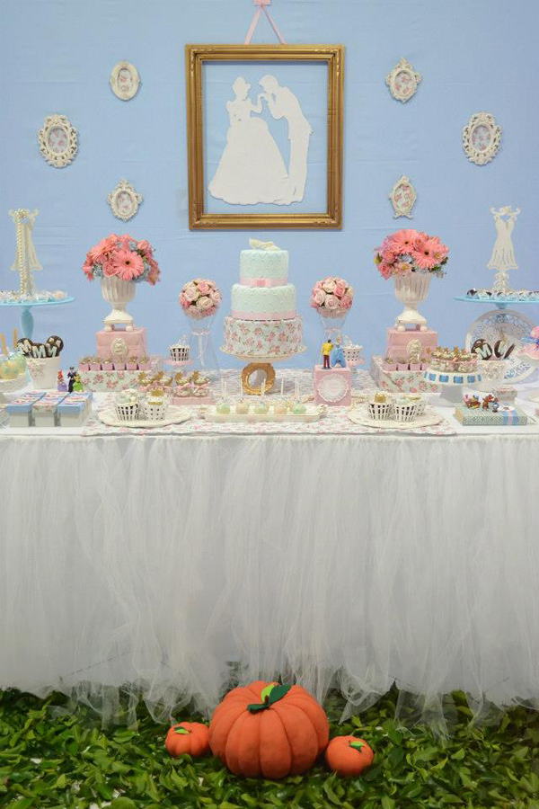 Cinderella Themed Birthday Party via Kara's Party Ideas | Kara'sPartyIdeas.com #cinderella #themed #birthday #party (4)