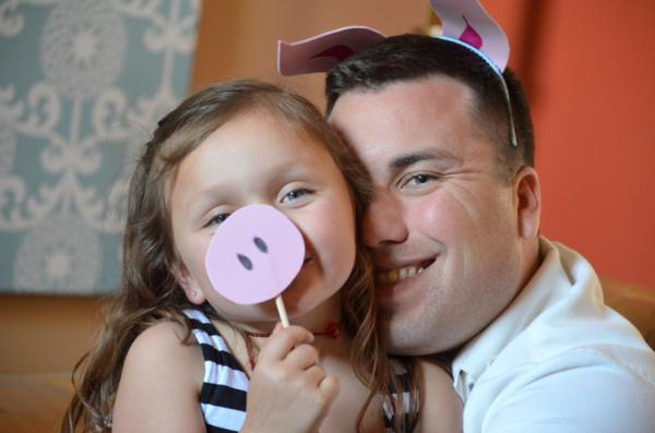 Budget Friendly Olivia Pig Birthday Party via Kara's Party Ideas | KarasPartyIdeas.com #olivia #pig #birthday #party #ideas (13)
