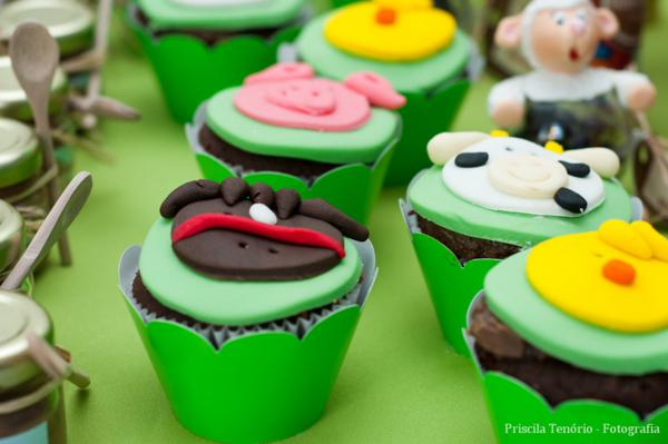 Farm Birthday Party via Kara's Party Ideas | KarasPartyIdeas.com #farm #barnyard #birthday #party #ideas (26)