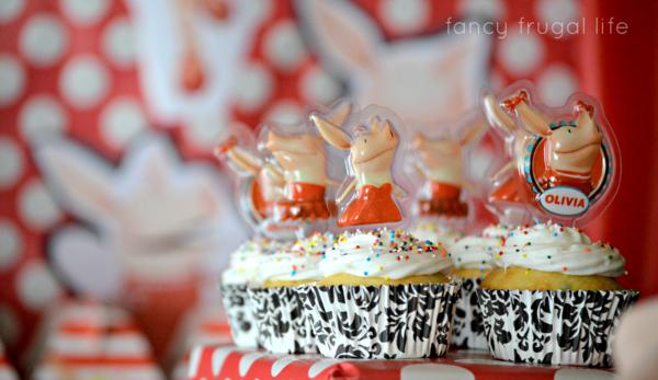 Budget Friendly Olivia Pig Birthday Party via Kara's Party Ideas | KarasPartyIdeas.com #olivia #pig #birthday #party #ideas (7)