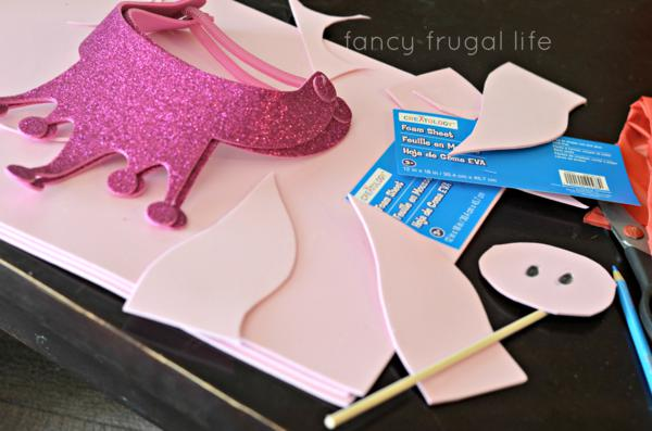 Budget Friendly Olivia Pig Birthday Party via Kara's Party Ideas | KarasPartyIdeas.com #olivia #pig #birthday #party #ideas (2)