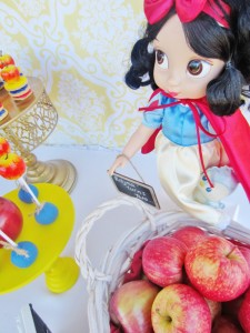 Snow White Birthday Party #snow #white #birthday #party #ideas (27)