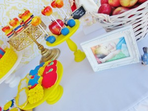 Snow White Birthday Party #snow #white #birthday #party #ideas (20)