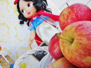 Snow White Birthday Party #snow #white #birthday #party #ideas (16)