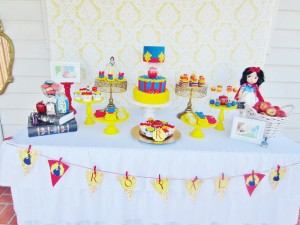 Snow White Birthday Party #snow #white #birthday #party #ideas (15)