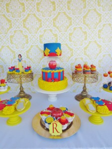 Snow White Birthday Party #snow #white #birthday #party #ideas (12)