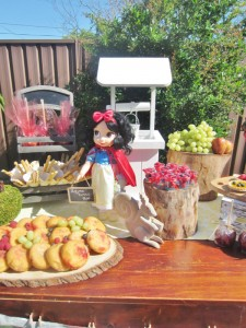 Snow White Birthday Party #snow #white #birthday #party #ideas (8)