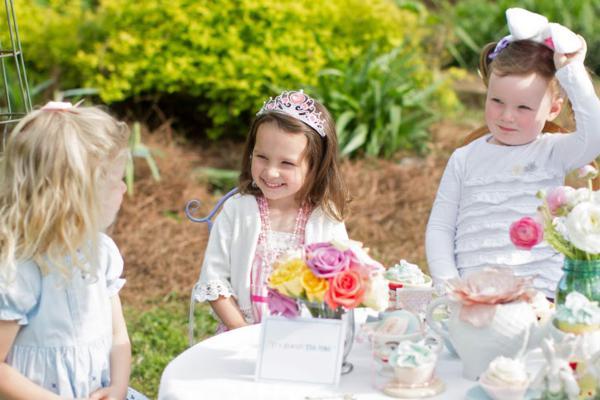 Alice in Wonderland Tea Party via Kara's Party Ideas | KarasPartyIdeas.com #alice #wonderland #tea #party #ideas (33)
