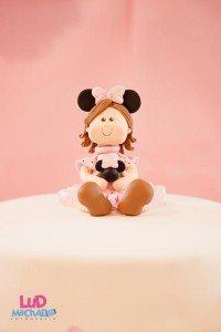 Vintage Minnie Mouse Party via Kara's Party Ideas | KarasPartyIdeas.com #vintage #minnie #mouse #girl #party #ideas (25)