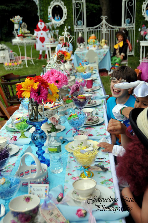 Kara 39 s party ideas alice in wonderland party via kara 39 s - Alice in the wonderland party decorations ...
