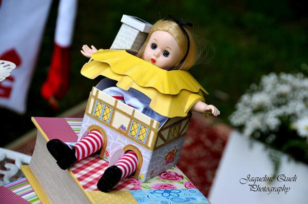 Alice In Wonderland Party via Kara's Party Ideas | Kara'sPartyIdeas.com #alice #in #wonderland #party #supplies #ideas (15)