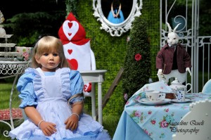 Alice In Wonderland Party via Kara's Party Ideas | Kara'sPartyIdeas.com #alice #in #wonderland #party #supplies #ideas (14)