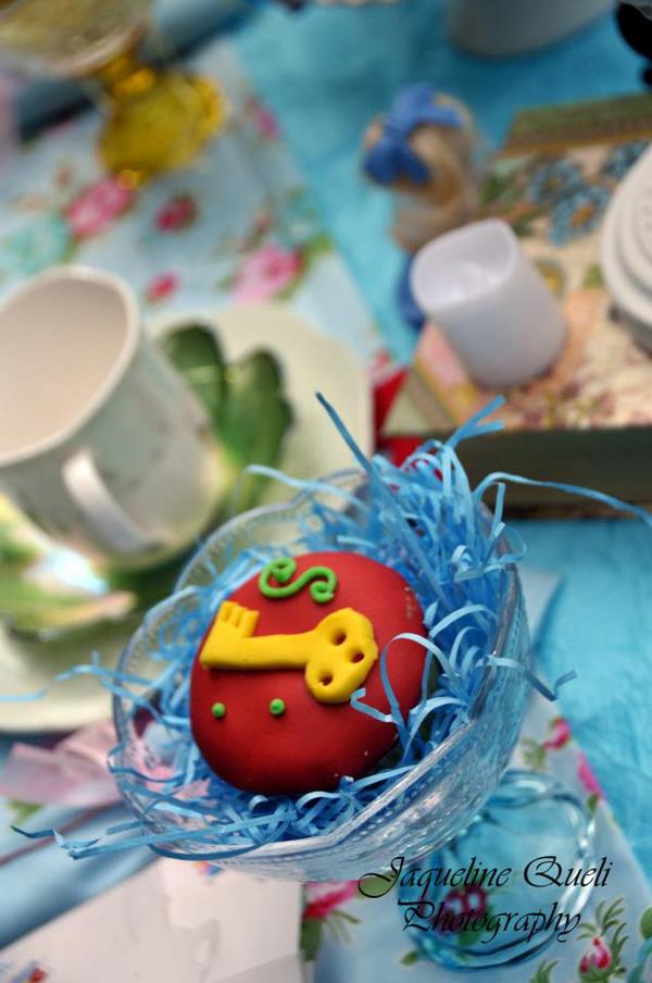 Alice In Wonderland Party via Kara's Party Ideas | Kara'sPartyIdeas.com #alice #in #wonderland #party #supplies #ideas (25)