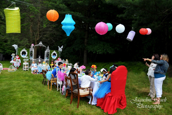 Alice In Wonderland Party Via Karas Ideas