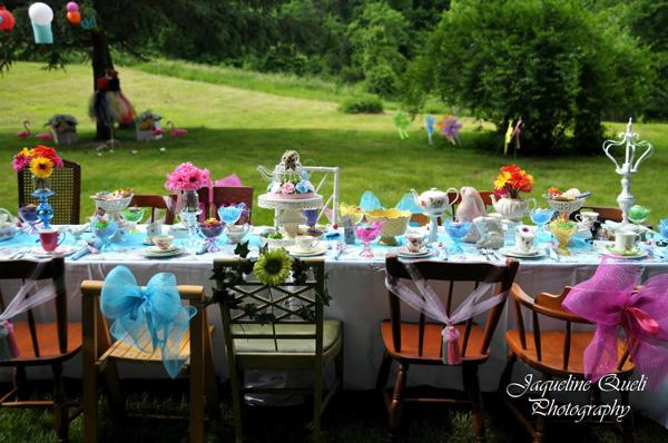 Alice In Wonderland Party via Kara's Party Ideas | Kara'sPartyIdeas.com #alice #in #wonderland #party #supplies #ideas (1)