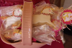 Goldilicious Pinkalicious Birthday Party via Kara's Party Ideas | Kara'sPartyIdeas.com #goldilicious #pinkalicious #birthday #party #supplies #ideas (8)