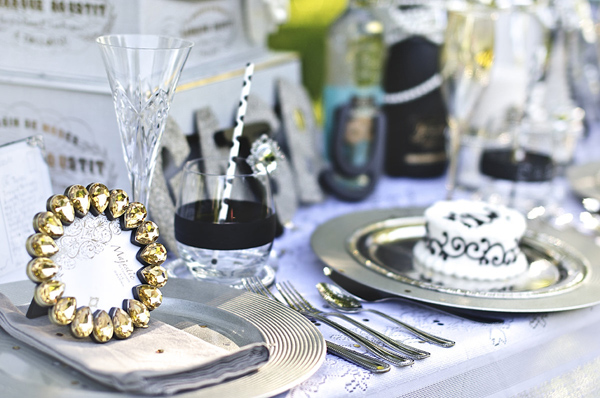 The Great Gatsby Wedding Table via Kara's Party Ideas | Kara'sPartyIdeas.com #the #great #gatsby #wedding #table #supplies #ideas #planning (13)