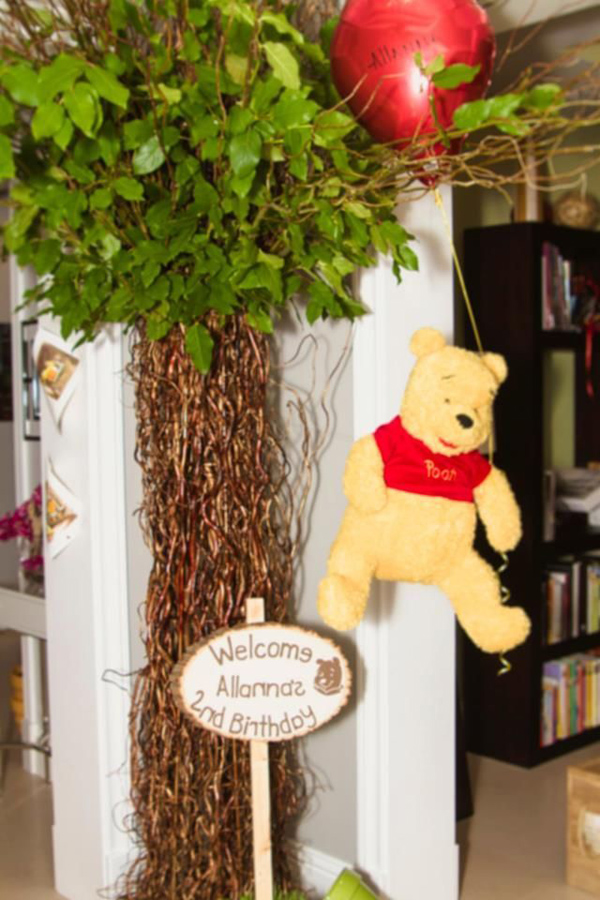 Winnie The Pooh Hundred Acre Partido Madeira via Idéias do partido de Kara | Kara'sPartyIdeas com # winnie # the # pooh # cem # acre # madeira # ideias # suprimentos (14).