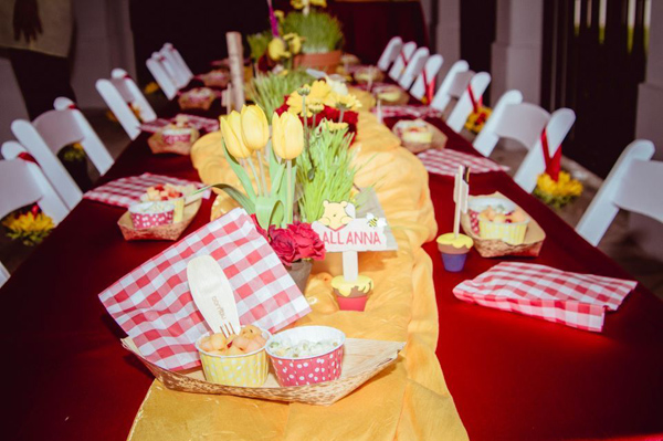 Winnie The Pooh Hundred Acre Partido Madeira via Idéias do partido de Kara | Kara'sPartyIdeas com # winnie # the # pooh # cem # acre # madeira # ideias # suprimentos (32).